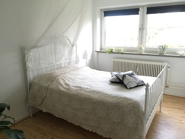 Cozy room in quiet neighborhood - Århus - Apartamento
