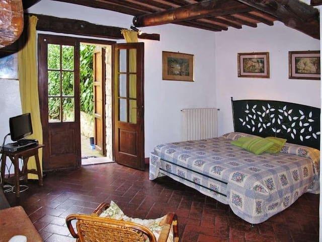 La camera con giardino