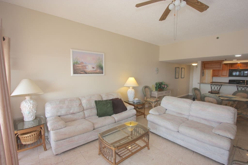 Spacious Living Area with Flat Screen Cable TV/Private Patio Overlooking The Ocean