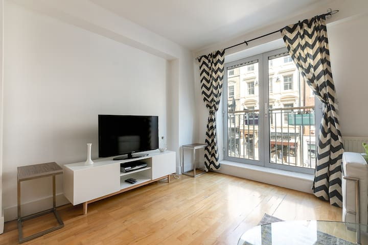 Roomy 3 Bed Duplex in CENTRAL LONDON
