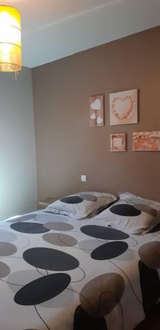 Chambre avec lit en 160 avec balcon vue sur jardin