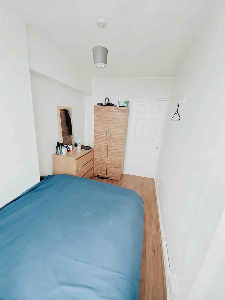 Convenient Double Room Right next to Old Street