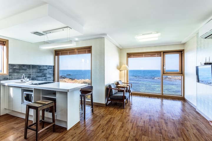 Enjoy ocean view,10min from airport - Jeju-si - Hus
