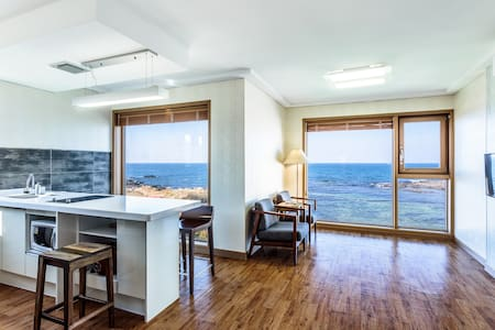 Enjoy ocean view,10min from airport - 济州岛 - 独立屋