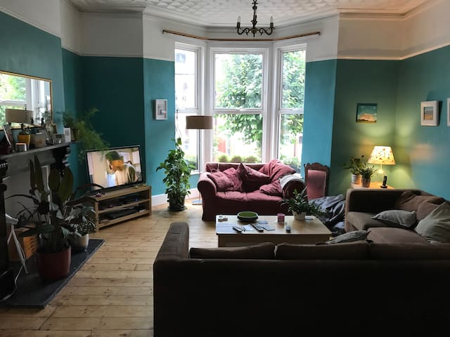 Double room in period house Barry, nr Cardiff