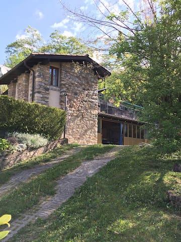 Casa rustica ticinese in un'oasi di tranquillità - Lugano - Vacation home