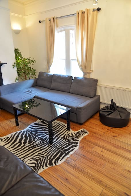 Another photo of the living room
