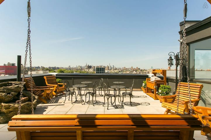 CHARMING ROOM W/ ROOF DECK ACCESS 2 :)