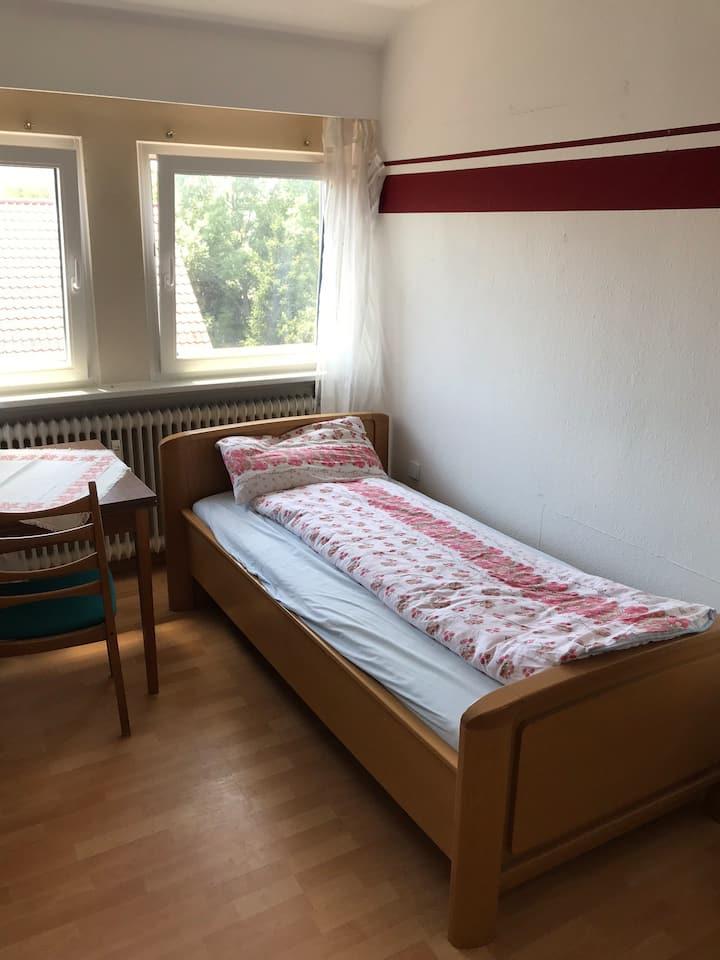 Nettes Zimmer