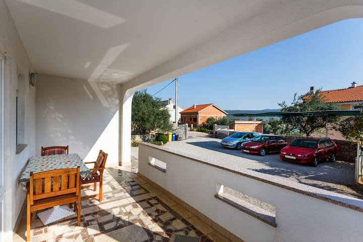 Marta 2 - Erdgeschoss Apartment, 400 m vom Meer