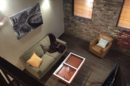 204 Historic 1 Bed w/ Den Loft - Lansing - Loft-asunto