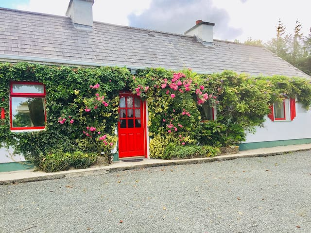 Cosy traditional farmhouse cottage in Co mayo