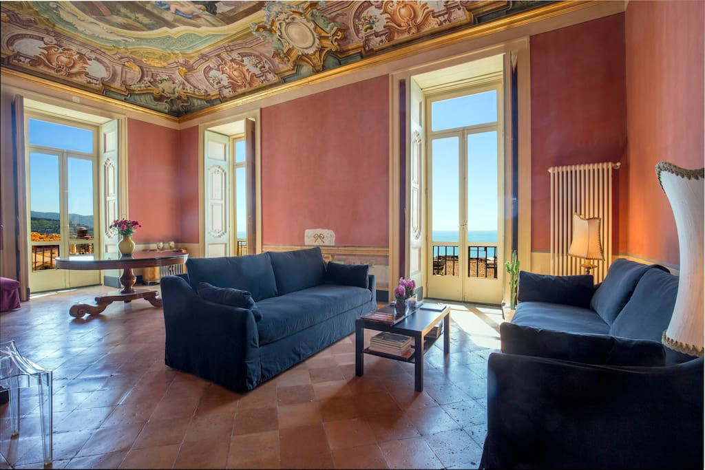 *Dimora Copeta* - the bright panoramic living room with original frescos walls and ceiling  Luxury Panoramic Apt in the heart of the historical center of Salerno   managed by #Starhost