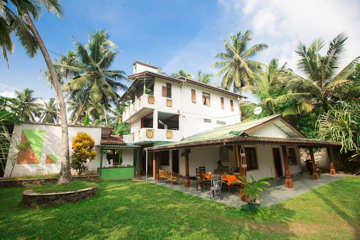 Villa 60 meters to the beach STNDRT - Balapitiya - Villa