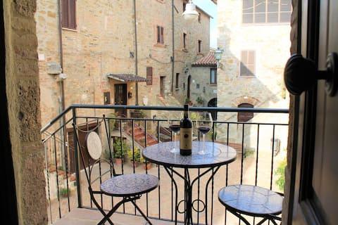 La piazzetta in the medieval castle of Saragano