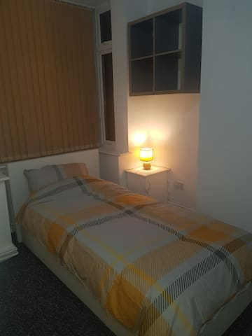 Large Single Room in Fab new refurbished house