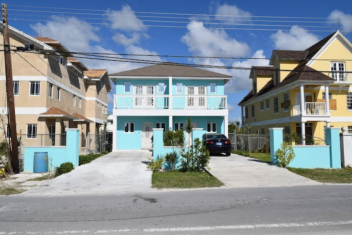 New renovated house near the beach - Nassau - Huis