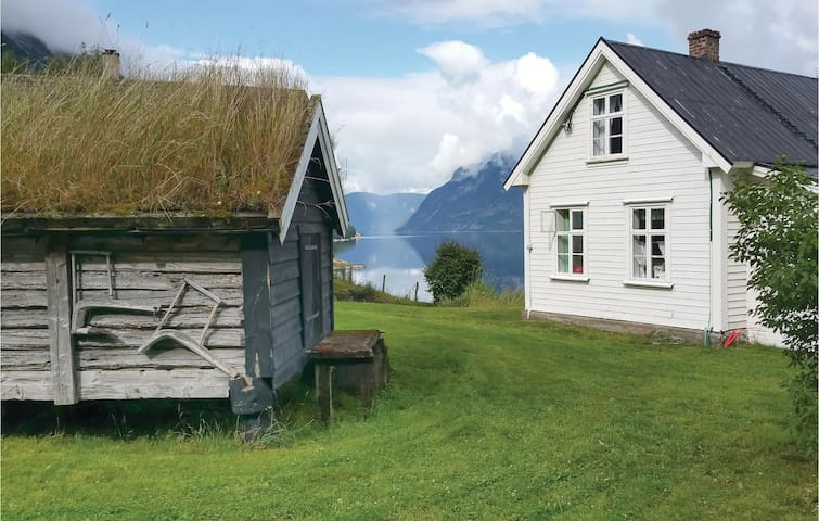 Holiday cottage with 2 bedrooms on 67 m² in Årdalstangen