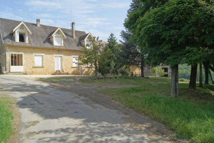 Gite à la ferme à 12 km de SARLAT - Saint-Crépin-et-Carlucet - Apartment