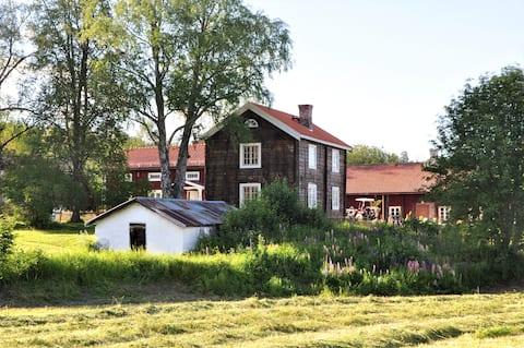 Gezellige pas gerenoveerde boerderij in de buurt van Östersund