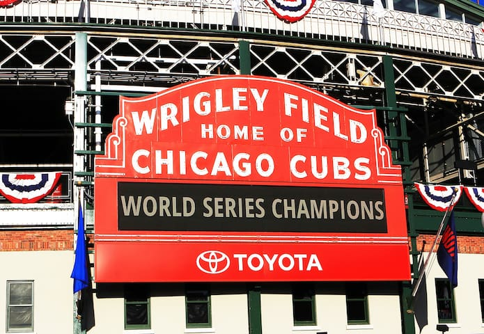 See the Cubs! Quick transit connections to Wrigley!