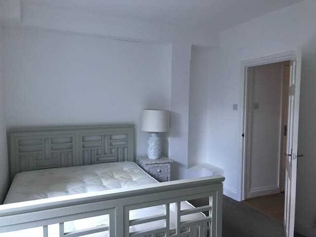 Bright, Spacious & Peaceful central basement flat