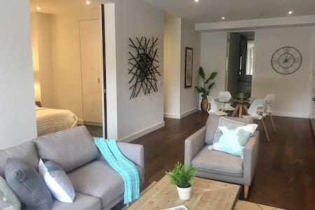 Luxury Inner City Pad with 'A Personal Touch' - Collingwood - Bed & Breakfast