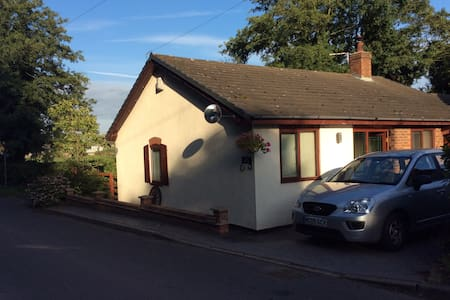 Comfy cottage in the heart of the countryside - Northwich