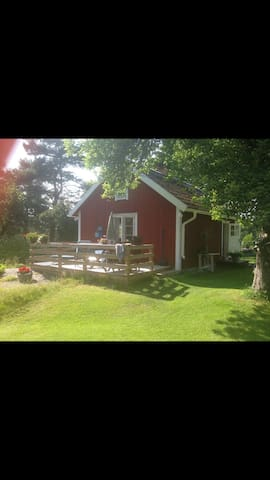 Pettsontorp med två gäststugor - Norrtälje  - Houten huisje