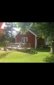 Pettsontorp med två gäststugor - Norrtälje  - 小木屋