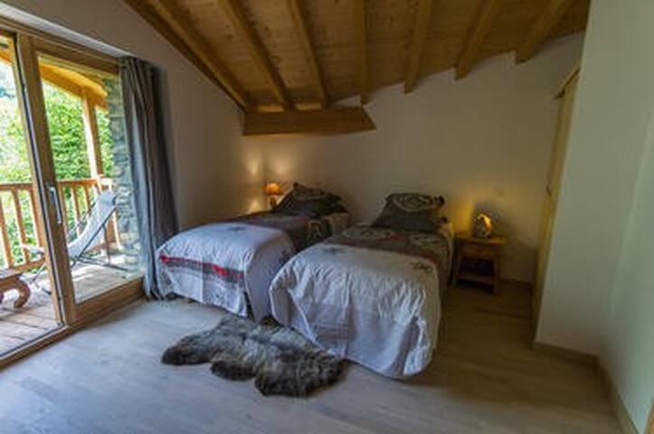 Chambre Les Charennes avec 2 lits de 90*200 jumelable à la demande pour un couchage de 180*200
