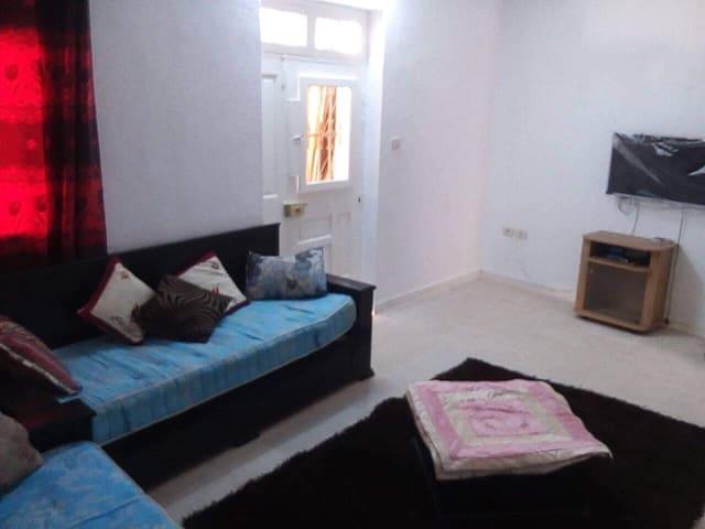 Belle petite chambre avec espace privé à Djerba