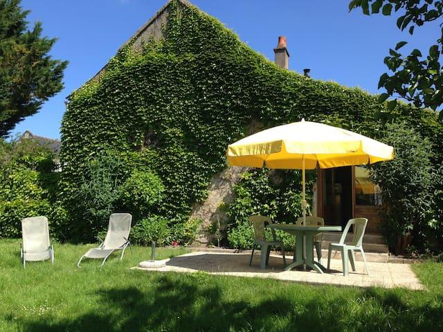Petite maison typique de la région - Saint-Benoît-la-Forêt