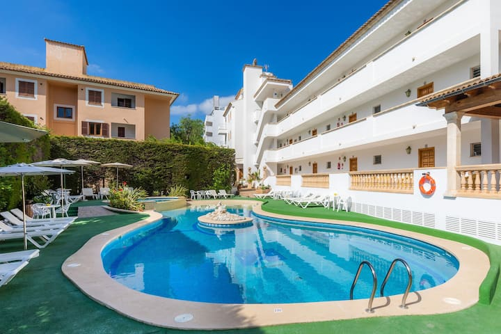 Apartment Close to the Beach with Pool Access, Private Terrace, Air Conditioning and Wi-Fi