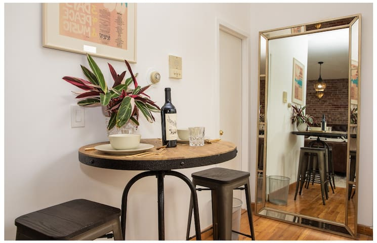 SoHo + Greenwich Penthouse Escape! Cozy Studio!