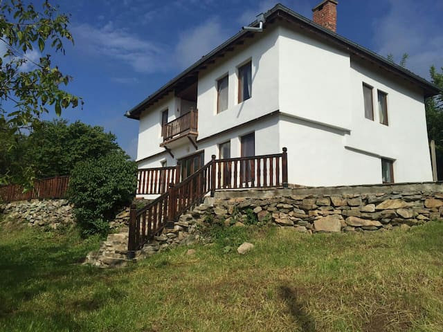 Charming house with amazing view to the nature... - Radlovtsi