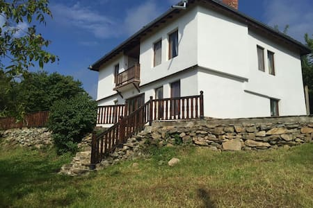 Charming house with amazing view to the nature... - Radlovtsi - Talo