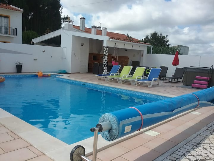 Beanies holiday home with pool
