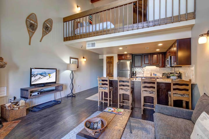 Walk to Ski and Sundance-Main St-Hot Tub-Sleeps 6
