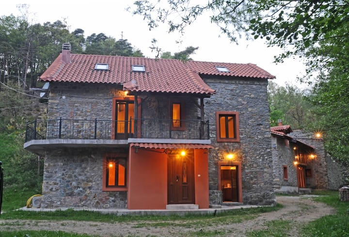 Relax Private Village Giusvalla 600m2 in Forest