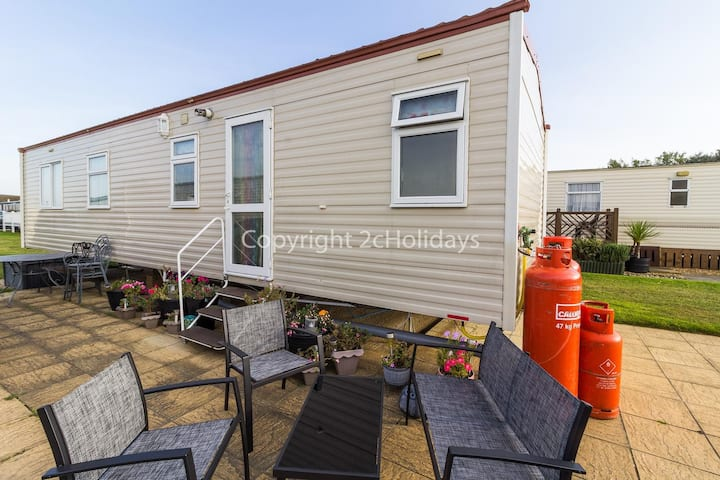 6 berth caravan for hire at Broadland sands holiday park in Suffolk ref 20144BS