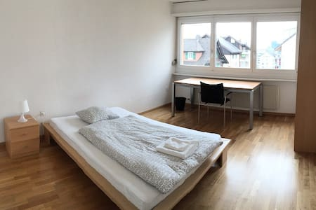 Room in beautiful, central 4.5 room apartment - Wollerau - Wohnung