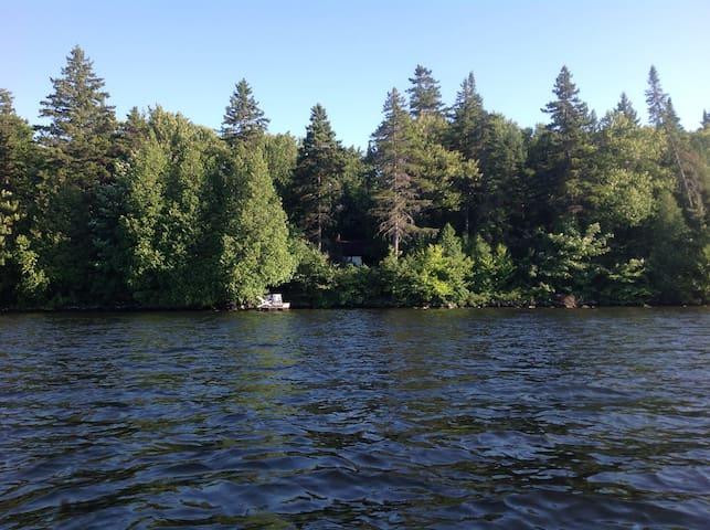 Chalet charmant sur bord de lac - Saint-Raymond - บ้าน