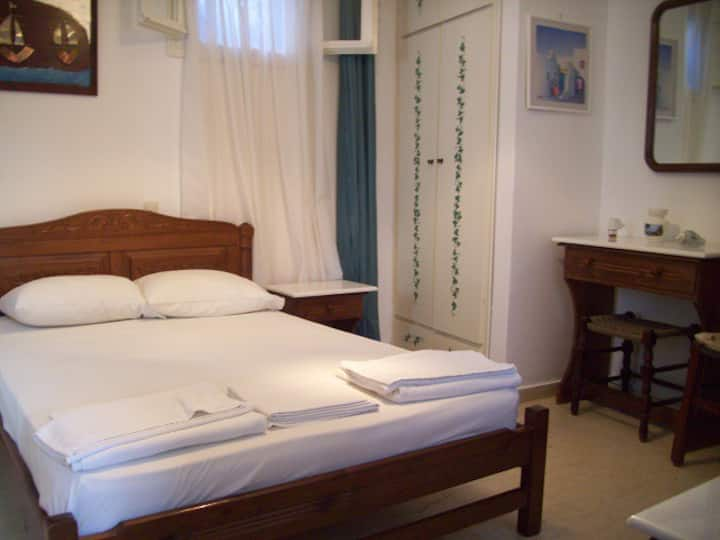 Calm studio ideal for a couple in Chora