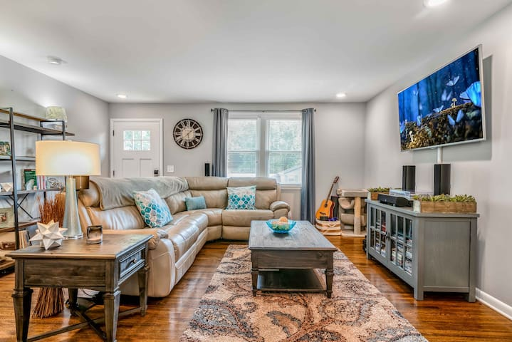 Welcome home! Spacious living room with tv, record player and surround sound.