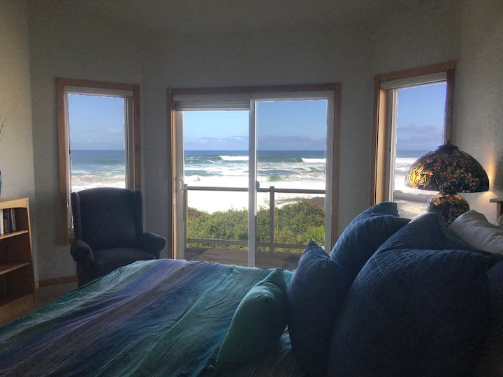 Surfside- Oceanview, Hot tub, Sleeps 8 adults