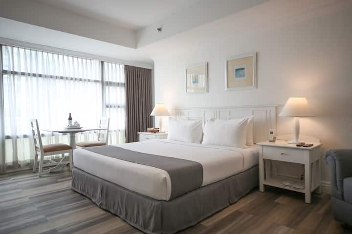 50 sqm Studio Suite with Kitchenette in Makati (1)