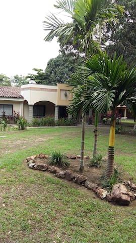 Monti's House - Orotina - บ้าน