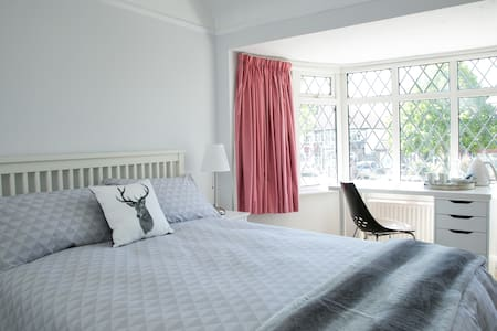 Lovely bedrooms in Kingston - near Richmond Park