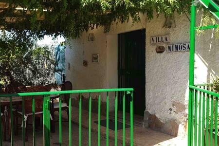 Villa Mimosa, campo y mar